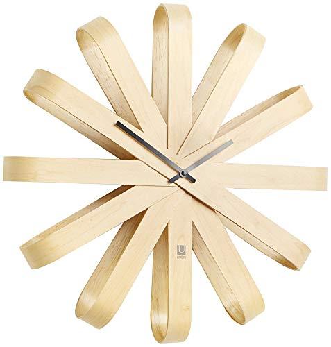 UMBRA Ribbonwood clock. Horloge murale silencieuse Ribbonwood. En bois naturel, aguilles noires. Dimension 51.4cm de diamètre et 9.5cm d'épaisseur.